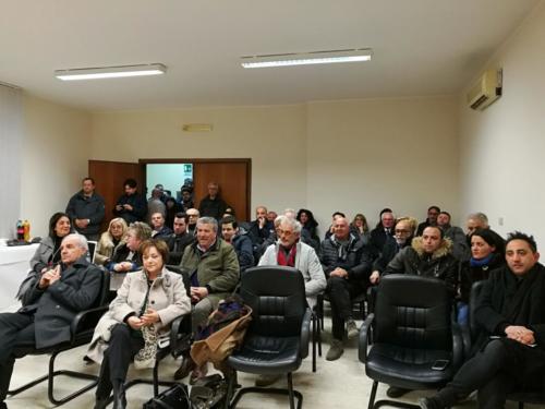 il pubblico intervenuto, in prima fila, a destra l'Assessore alla Cultura Massimiliano Marotta, in ultima fila la ViceSindaco Pina D'Angelo